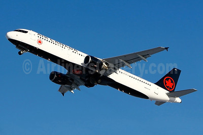 Air Canada Airbus A321-211 C-GJWO (msn 1811) YUL (Gilbert Hechema). Image: 936905.