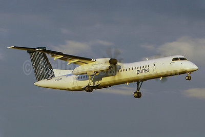 Porter Airlines Bombardier DHC-8-402 (Q400) C-GLQB (msn 4130) YUL (Gilbert Hechema). Image: 903870.