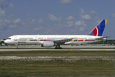 Royal Airlines (Canada) (Royal Aviation)  Boeing 757-28A C-GRYU (msn 24235) (Air 2000 colors) FLL (Jacques Guillem Collection). Image: 920664.