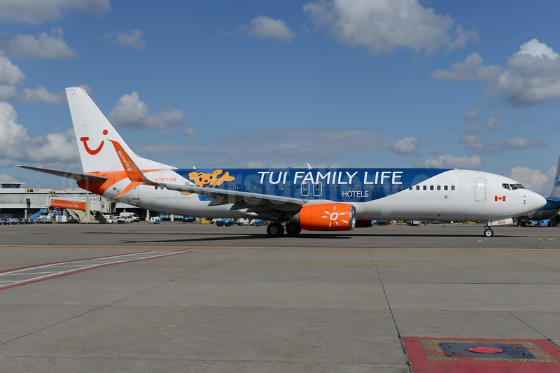 "Sunwing's 2017 ""TUI Family Life Hotels"" special livery"