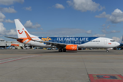 """Sunwing's 2017 """"TUI Family Life Hotels"""" special livery"""