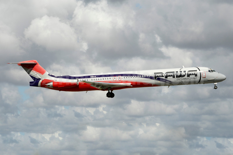 PAWA Dominicana McDonnell Douglas DC-9-82 (MD-82) HI914 (msn 49476) MIA (Jay Selman). Image: 403363.