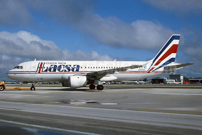 LACSA Costa Rica Airbus A320-212 N483GX (msn 189) MIA (Bruce Drum). Image: 104126.