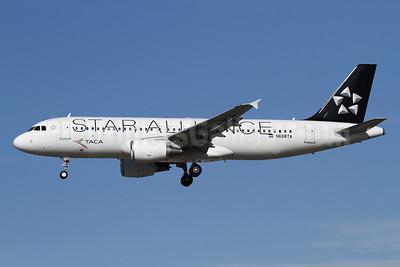 TACA International Airbus A320-214 N688TA (msn 5243) (Star Alliance) LAX (James Helbock). Image: 910982.