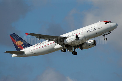 TACA International Airbus A320-233 N451TA (msn 733) MIA (Bruce Drum). Image: 100230.