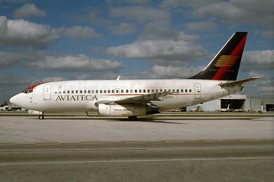 Aviateca-Grupo TACA Boeing 737-2H6 N121GU (msn 20583) (TACA colors) MIA (Bruce Drum). Image: 103809.
