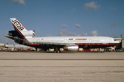 Air Panamá Internacional (1st) (Jet 24) McDonnell Douglas DC-10-40 N144US (msn 46753) (Jet 24 colors) MIA (Bruce Drum). Image: 103595.