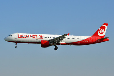 Laudamotion Airbus A321-211 OE-LCG (msn 1988) (Airberlin colors) BCN (Tony Storck). Image: 941895.