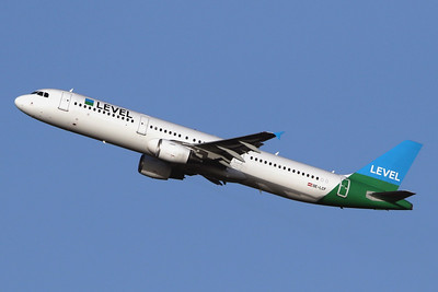Level (Austria) Airbus A321-211 OE-LCF (msn 1966) LGW (SPA). Image: 945029.