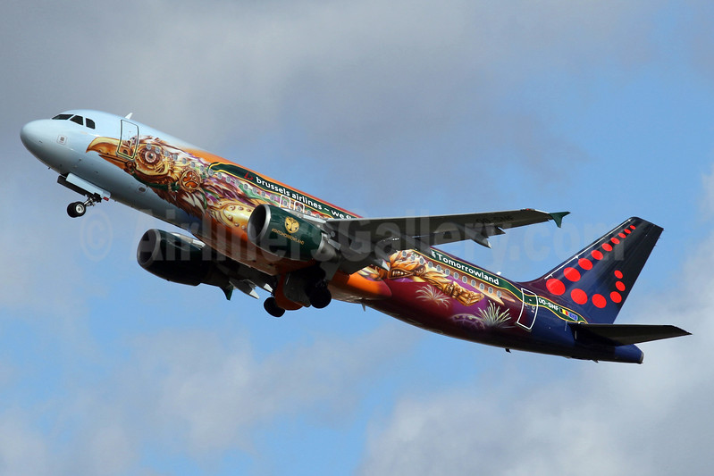"""""""Amare"""" - Brussels Airlines' 2017 Tomorrowland logo jet"""