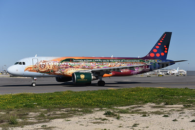 Brussels Airlines Airbus A320-214 OO-SNF (msn 2810) (We fly you to the home of Tomorrowland) LIS (Ton Jochems). Image: 940725.