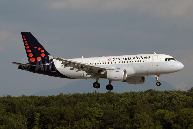 Brussels Airlines Airbus A319-111 OO-SSW (msn 3255) GVA (Paul Denton). Image: 909500.