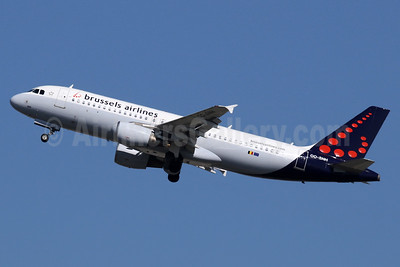 Brussels Airlines Airbus A320-214 OO-SNH (msn 2207) LHR (SPA). Image: 937527.