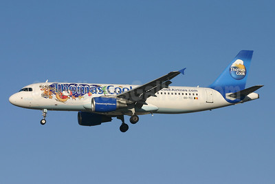 Thomas Cook Airlines (Belgium) Airbus A320-214 OO-TCI (msn 1975) (Santa Claus) LGW (Terry Wade). Image: 904917.