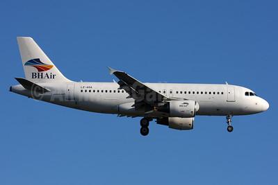 BH Air (Balkan Holidays Airlines) Airbus A319-112 LZ-AOA (msn 3139) LGW (SPA). Image: 933962.