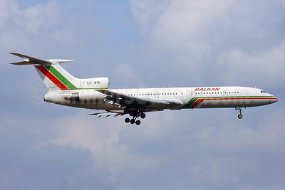 Balkan Bulgarian Airlines Tupolev Tu-154M LZ-BTH (msn 87A754) LGW (Keith Burton). Image: 937342.