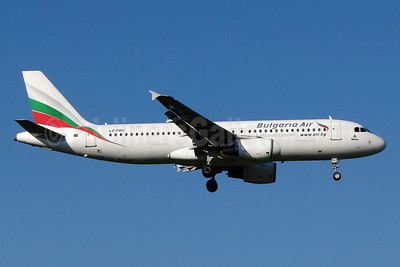 Bulgaria Air Airbus A320-214 LZ-FBC (msn 2540) ZRH (Paul Bannwarth). Image: 934504.