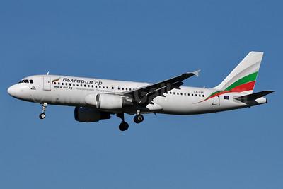 Bulgaria Air Airbus A320-214 LZ-FBE (msn 3780) LHR (Richard Vandervord). Image: 906811.