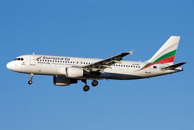 Bulgaria Air Airbus A320-214 LZ-FBC (msn 2540) LHR (Michael Stappen). Image: 905871.