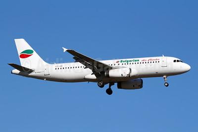Bulgarian Air Charter Airbus A320-231 LZ-LAE (msn 259) FRA (Marcelo F. De Biasi). Image: 943651.
