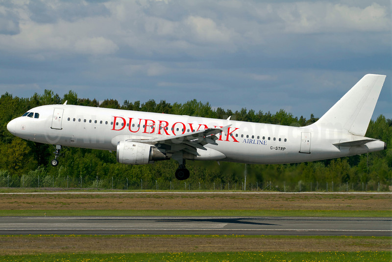 Dubrovnik Airline (Astraeus) Airbus A320-211 G-STRP (msn 136) ARN (Stefan Sjogren). Image: 906472.