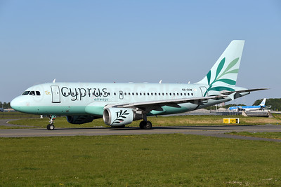 Cyprus Airways (2nd) Airbus A319-114 5B-DCW (msn 1129) AMS (Ton Jochems). Image: 949944.