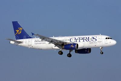 Cyprus Airways Airbus A320-232 5B-DCK (msn 2275) ZRH (Andi Hiltl). Image: 908177.