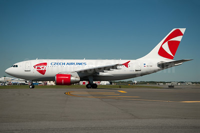 Czech Airlines-CSA Airbus A310-325 OK-YAD (msn 674) JFK (Fred Freketic). Image: 950130.
