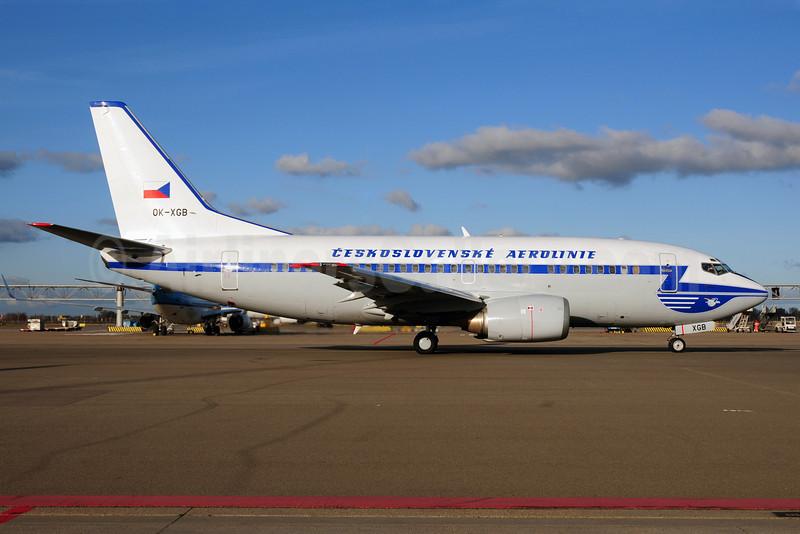 Ceskoslovenske Aerolinie (CSA-Czech Airlines) Boeing 737-55S OK-XGB (msn 26540) (blue 1957 retrojet) AMS (Ton Jochems). Image: 907864.