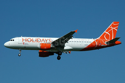 Holidays-Czech Airlines (CSA) Airbus A320-214 G-OOPX (msn 2180) MAN (Nik French). Image: 906254.