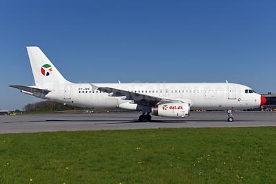 Danish Air Transport (dat.dk) Airbus A320-231 OY-JRK (msn 444) BLL (Ton Jochems). Image: 941944.