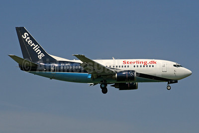 Sterling Airlines (3rd) (Sterling.dk) Boeing 737-5L9 OY-API (msn 28722) (Maersk Air colors) LGW (SPA). Image: 940891.