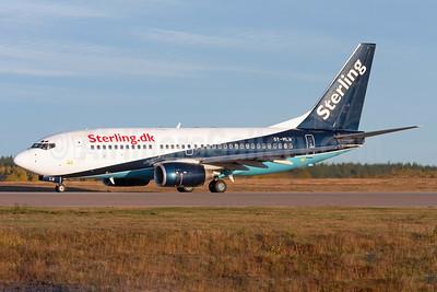 Sterling Airlines (3rd) (Sterling.dk) Boeing 737-73S OY-MLW (msn 29078) (Maersk Air colors) ARN (Stefan Sjogren). Image: 940606.
