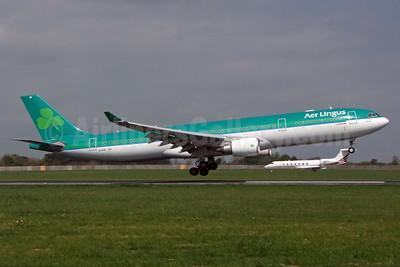 Aer Lingus Airbus A330-302 EI-EAV (msn 985) DUB (Jay Selman). Image: 403044.
