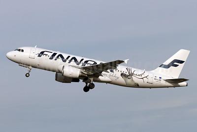 "Finnair's 2017 ""Happy Holidays"" logo jet"