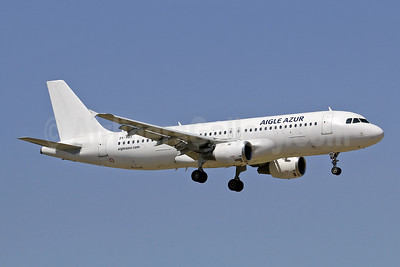 Aigle Azur Transport Aeriens (2nd) (DART Ukrainian Airlines) Airbus A320-211 SX-ABX (msn 427) LIS (Eurospot). Image: 944