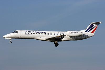 Air France (Regional Compagnie Aerienne Europeenne) Embraer ERJ 135ER F-GRGQ (msn 145233) LHR (Antony J. Best). Image: 903117.