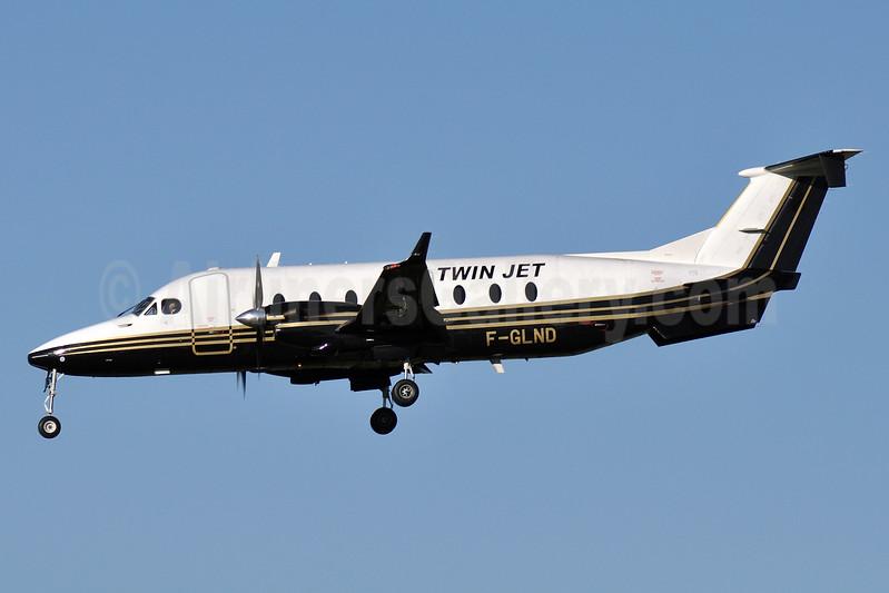 Twin Jet Beech (Raytheon) 1900D F-GLND (msn UE-196) TLS (Robbie Shaw). Image: 937691.