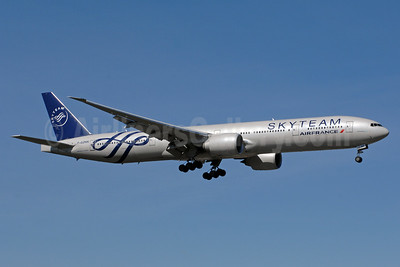 Air France Boeing 777-328 ER F-GZNN (msn 40376) (SkyTeam) YYZ (TMK Photography). Image: 938761.