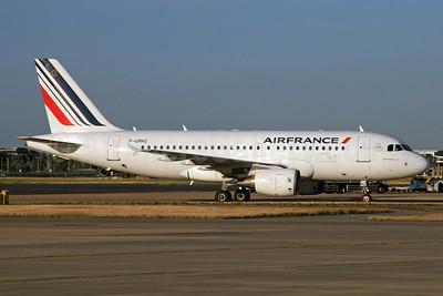 Air France Airbus A319-111 F-GRHZ (msn 1622) LHR. Image: 936359.