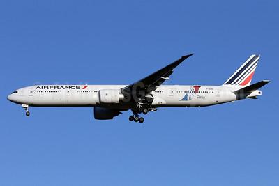 """Air France's 2015 """"JonOne"""" logo jet"""