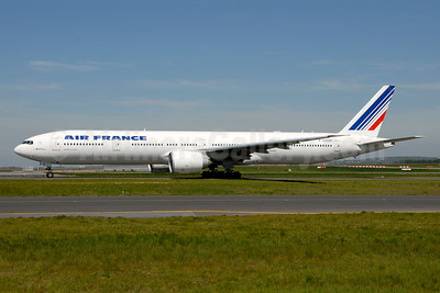 Air France Boeing 777-328 ER F-GSQF (msn 32849) CDG (Ton Jochems). Image: 955500.