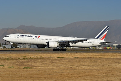 Air France Boeing 777-328 ER F-GZNQ (msn 40064) SCL (Ken Petersen). Image: 938521.