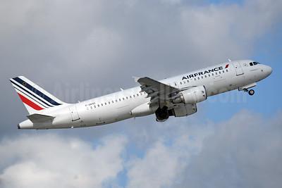 Air France Airbus A320-214 F-GKXC (msn 1502) MIA (Bruce Drum). Image: 104309.