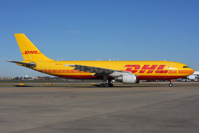 DHL (European Air Transport Leipzig) Airbus A300B4-622R (F) D-AEAO (msn 711) LHR (SPA). Image: 937366.