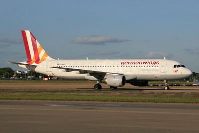 Germanwings (2nd) Airbus A320-211 D-AIQS (msn 401) LHR. Image: 928995.