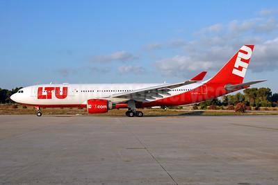 LTU International Airways (LTU.com) Airbus A330-223 D-ALPD (msn 454) PMI (Ton Jochems). Image: 953786.