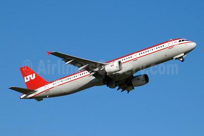 LTU International Airways Airbus A321-211 D-ALSA (msn 1629) DUS (Jay Selman). Image: 404069.