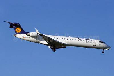 Lufthansa - CityLine Bombardier CRJ700 (CL-600-2C10) D-ACPM (msn 10080) ZRH (Paul Denton). Image: 920528.