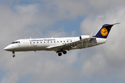 Lufthansa Regional-CityLine Bombardier CRJ100 (CL-600-2B19) D-ACJG (msn 7220) LHR (Bruce Drum). Image: 101628.